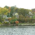 Homes along Seneca lake