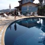 piscina con vista al mar
