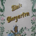 """Hinweisschild zu """"Ellens Biergarten"""" in Ellens Restaurant im Hotel Kolpinghaus Andernach"""