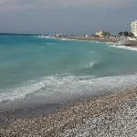 La playa que está a treinta metros.
