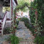 Cedar House Inn Garden
