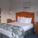 room 2 - queen