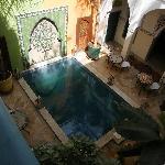 La piscine intérieure du riad
