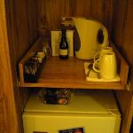 mini bar & coffee/tea facility