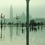 La Plaza de San Marcos al amanecer inundada