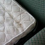 Nasty sofabed matress with no sheets