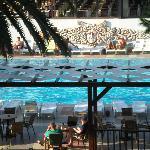 vue sur la piscine rectangulaire