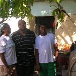 Yvonne, Can et Junior