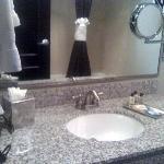 Bathroom w/reflection