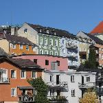 Hotel Goldener Brunnen von der Traunbrücke aus