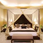 En-Suite King Size 4-Poster Master Bedroom