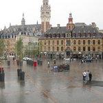 Vue de la Grande Place de Lille à partir de la salle du premier étage de Chez Méo