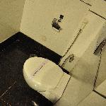 トイレには少ないながらペーパーもあります