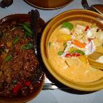 pittig rundvlees en gele curry