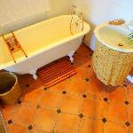 Bathroom suite 10