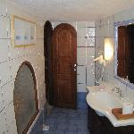 Honeymoon suite bathroom 2011 January 02