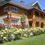 Foto del jardín y del edificio historico del hotel