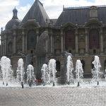 Vue du Musée des beaux arts de Lille à partir de la place de la République