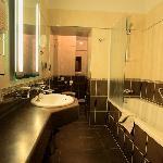 Kazbek: huge bathroom