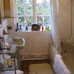Pleasant en-suite bathroom