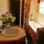 Porcupine Cottage bathroom