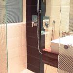 Dusche mit 2 verschiedenen Systemen