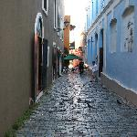 cobblestone alley to walk to Da House Hotel and Gallery