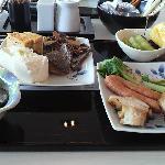 和朝食。色合いは地味だけど味は確か