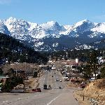 Black Canyon Inn is located less than 1 mile north of downtown Estes Park