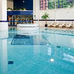 The indoor pool and Jacuzzi in the Spirit Health Club at the Holiday Inn London Sutton
