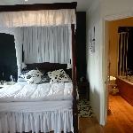 Black/White room
