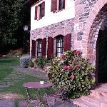 Uno de los edificios del hotel San Bernat desde la terraza