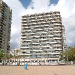 Hotellet sett fra stranden