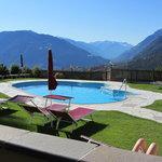 bellissima la piscina esterna dell'albergo
