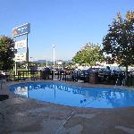 Der Pool des Motels