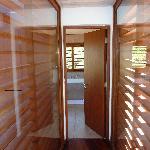 Cabernet hallway btwn bed & bath