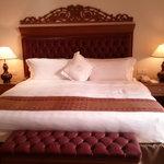 Huge comfy bed, pillows fantastic!