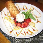 Soupe de Fraises aux Olives confites.Crème glacée au Brocciu
