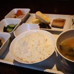 朝食:和、洋、韓、ランダムで提供いたします