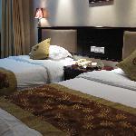 雅都大酒店の客室★ベッドは大きめ♪