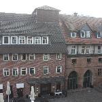 Haupthaus im Morgennebel