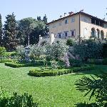 veduta facciata e giardino