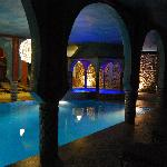 piscina interior y jacuzzi