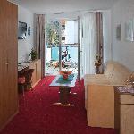 Beispiel Wohnraum Type B und C/Example Livingroom Type B and C