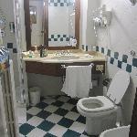 Hotel Orientale - shower room