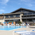 Shawnee Lodge and outdoor pool