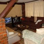 The cosy living room at Kikuyu Lodge