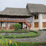 Dorothea and the main house of Topas Ecolodge