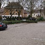 Kostenfreie Parkplätze vor dem Hotel