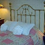 1-queen size bed